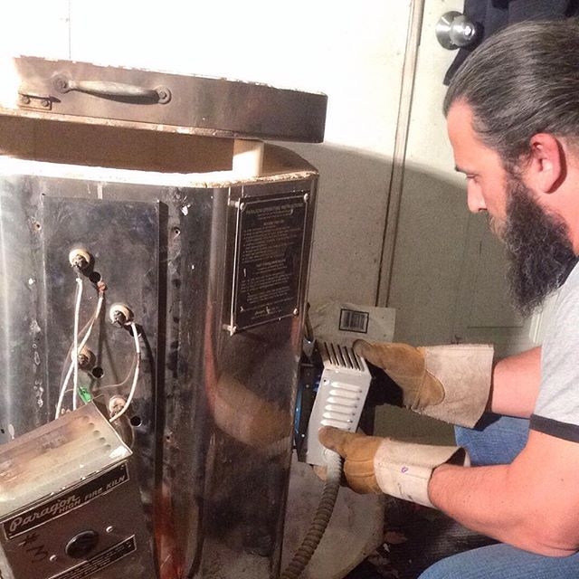 cleaning the kiln sitter